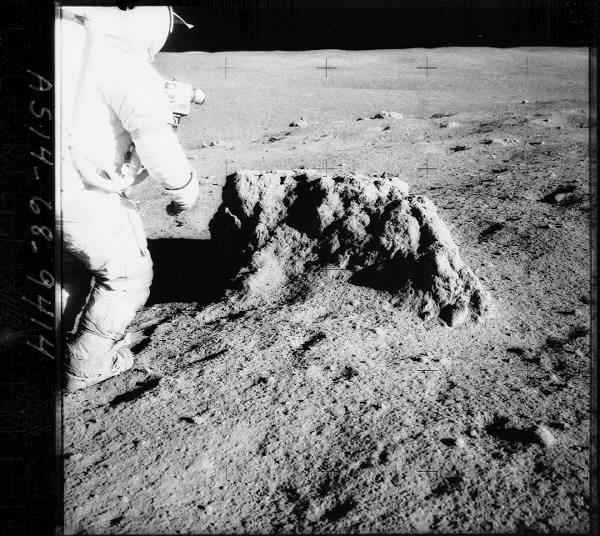 moon_934359a_3